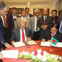 Draft MoU on passenger and cruise services on coastal and protocol route was signed by Secretary Shipping GOI and Secretary Shipping Govt. of Bangladesh in New Delhi on 16.11.2015